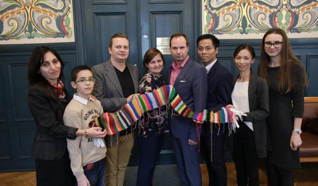 Wielokulturowy szalik dla Prezydenta Krakowa
